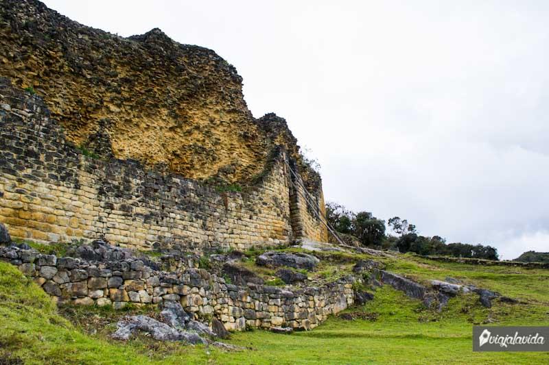 En la antigua ciudadela fortificada de kuélap.