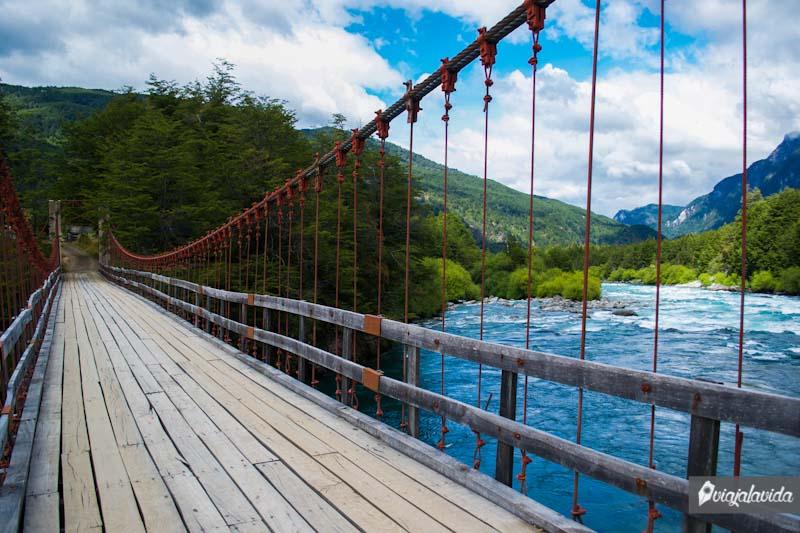 Puente sobre el río Futaleufú.