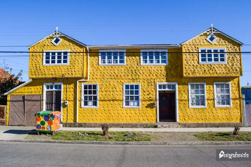 Achao y sus casas llamativas.