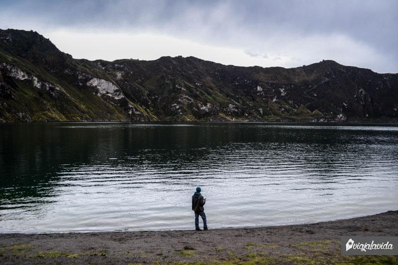 En la orilla del Quilotoa.