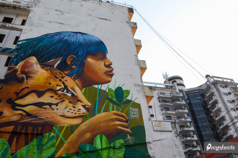 Mural en el centro de Asunción.