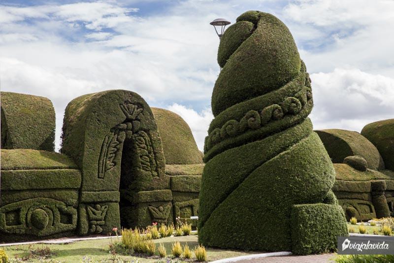 Primera escultura del cementerio de Tulcán.