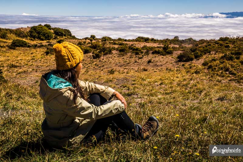 Sentada en el Volcán Irazú.