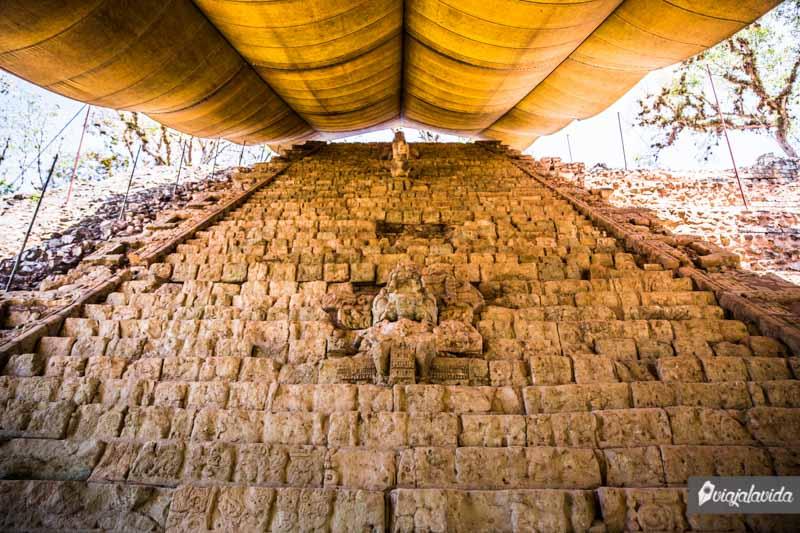 Escalinata jeroglífica Maya.
