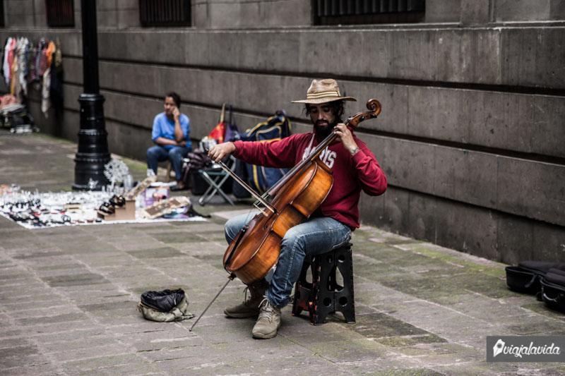Artistas en el Paseo de la Condesa.