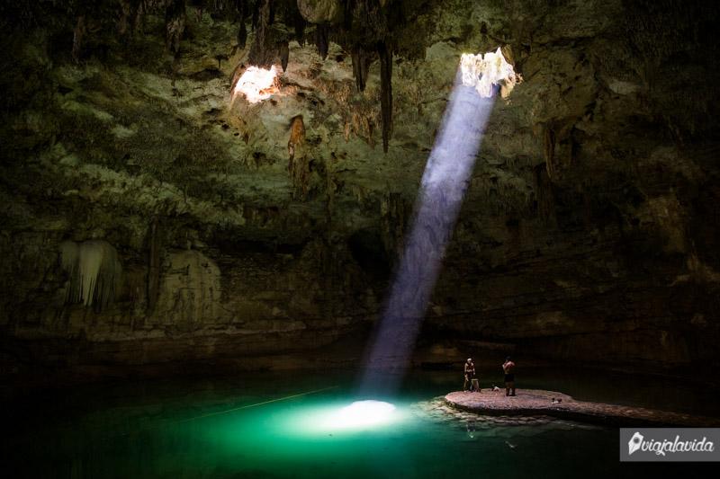 Show Maya en el cenote Suytun