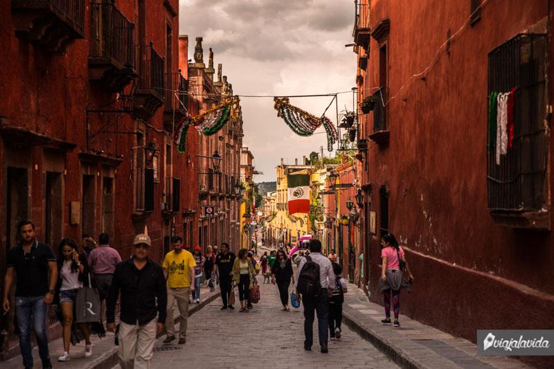 Calles angostas del centro histórico de San Miguel de Allende