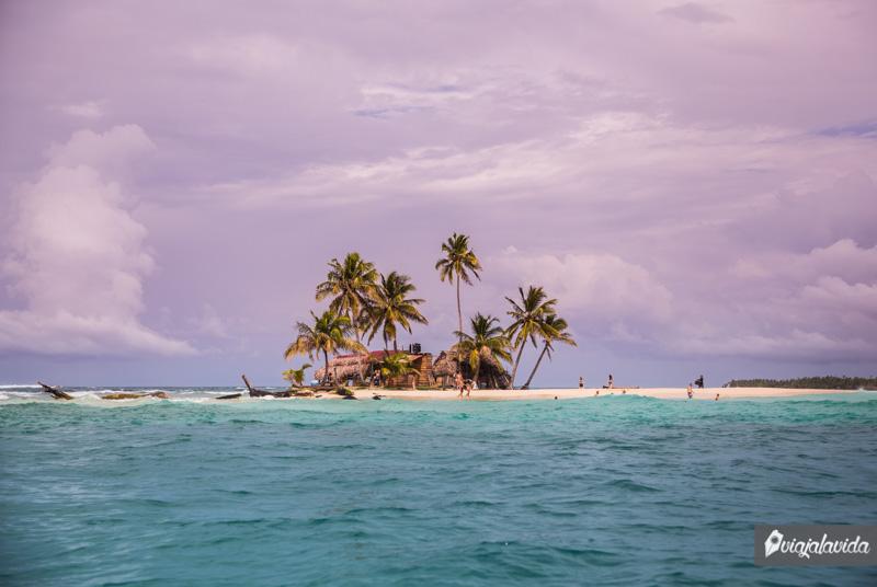 Islas pequeñas en el Archipiélago de San Blas.