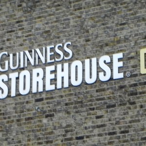 Uma tarde na Guinness Storehouse e no Gravity Bar de Dublin