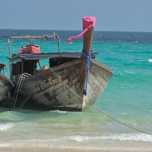 O azul do mar das Ilhas Ko Phi Phi e Phuket