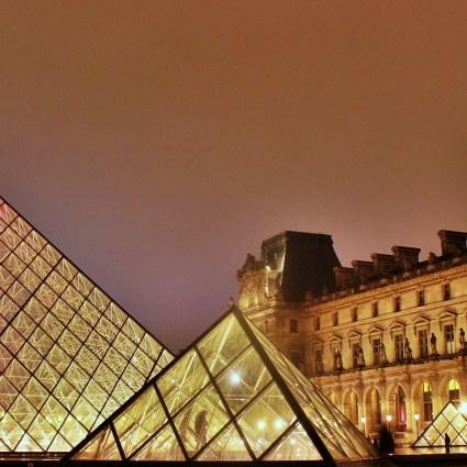 Visita ao Museu do Louvre e sua incrível pirâmede de vidro