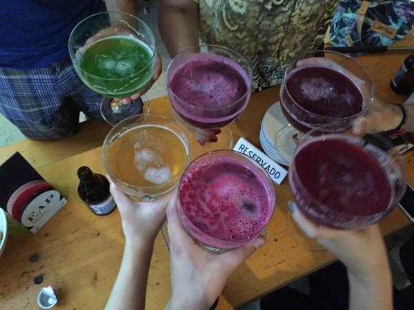 Vejam que delícia de cor que os xaropes deixam na cerveja!!