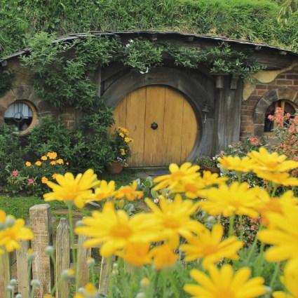 """Hobbiton Movie Set: veja como é a vila construída para os filmes """"O Hobbit"""" e """"Senhor dos Anéis"""""""