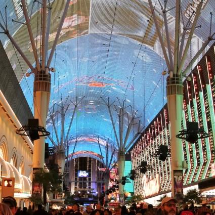 Passeando pela Fremont street: a rua onde ainda há a verdadeira essência de Las Vegas