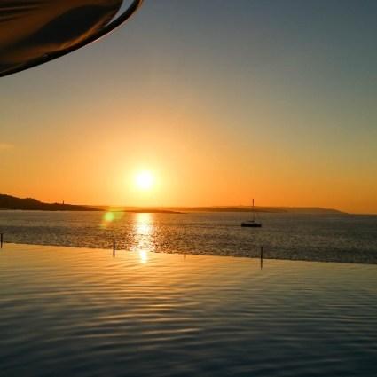 Conheça o Café del Mar de Malta e sua incrível balada ao pôr do sol