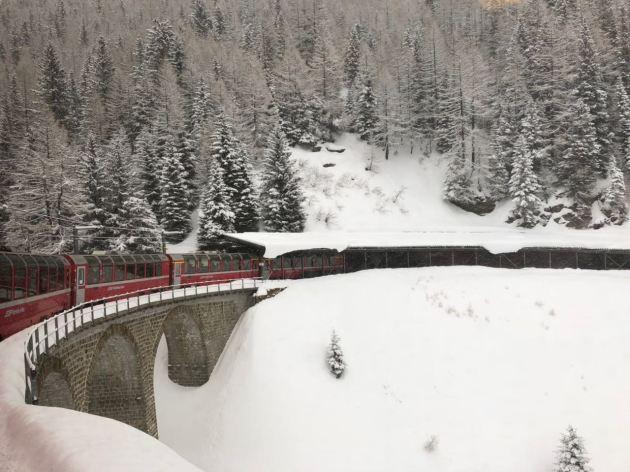 trem em St. Moritz do Bernina Express
