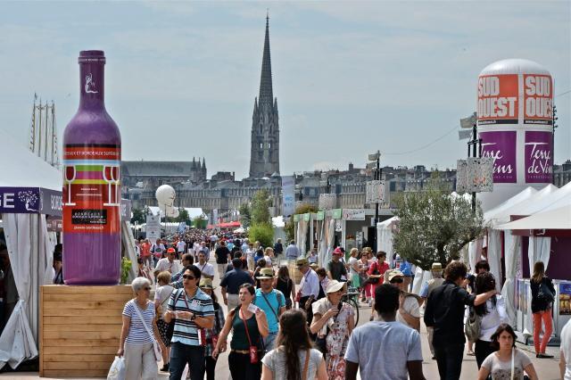 Bordeaux Fête Le Vin_tendas_Viajando bem e barato