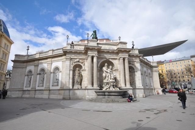 Roteiro pelo Centro Histórico de Viena_Albertina_Viajando bem e barato