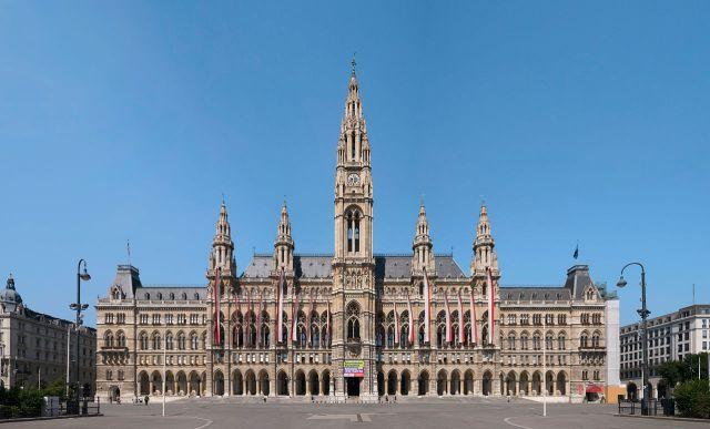 Roteiro pelo Centro Histórico de Viena_Rathaus_Viajando bem e barato