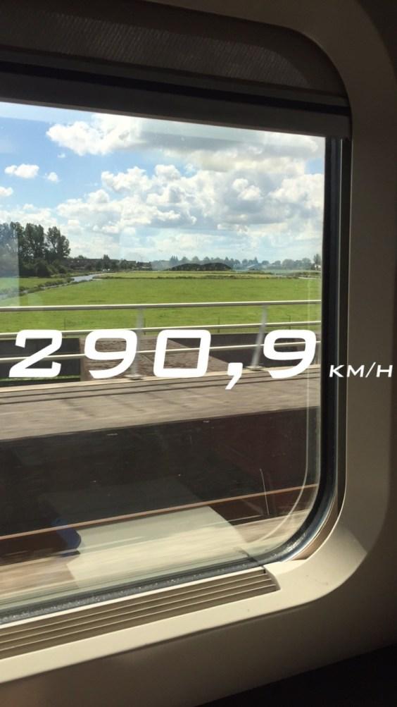 A vista da janela do trem Thalys