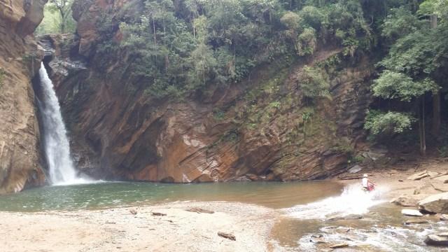 passeios incríveis para se fazer em Minas Gerais_Cachoeira Santo Antônio_Viajando bem e barato