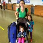 Viajando de avião sozinho(a) com as crianças!