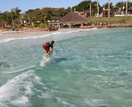 Agora é possível surfar no Blue Park do Mabu Resort em Foz do Iguaçu!