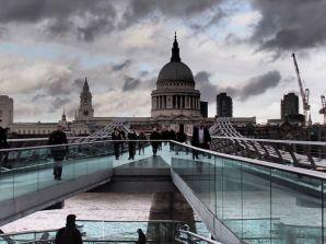 Millennium Bridge y Catedral de St. Paul's