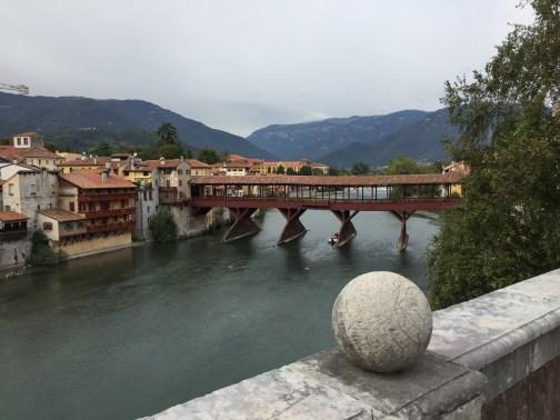Ponte degli Alpini o Ponte vecchio en Bassano del Grappa (Italy). Una Historia de reconstruccion.