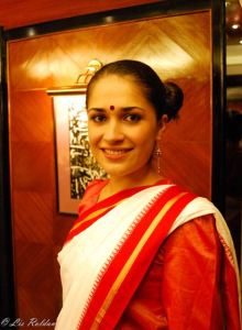 Lis Vistiendo un Saree, India
