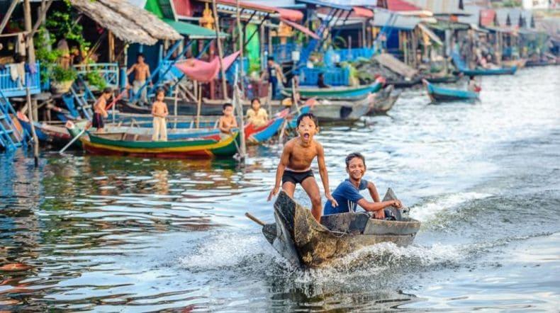 floating-village-of-kampong-phluk-on-tonle-sap-lake-tour-2-28997_0