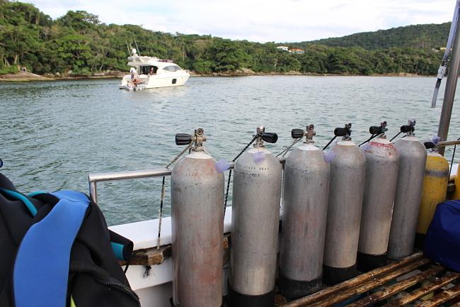 1.1-blog-viajando-em-3-2-1-mergulho-de-cilindro-bombinhas-paratacobra-mergulhos