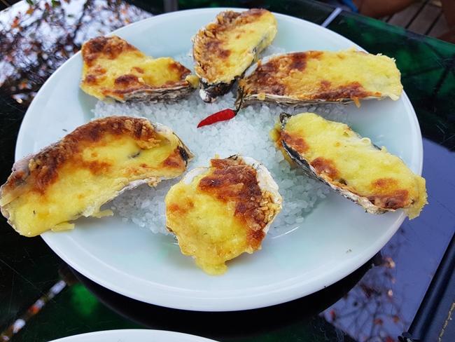 2-viajando-em-321-experiencias-gastronomicas-florianopolis-o-que-comer-sequencia-de-ostras-santo-antonio-de-lisboa