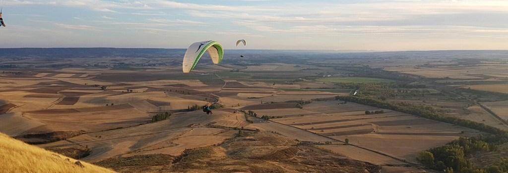 Volar en parapente, una experiencia relajante que no te puedes perder