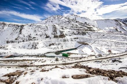 Montanha nevada em Embalse El Yeso