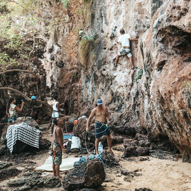 O que fazer em Railay Beach: escalada