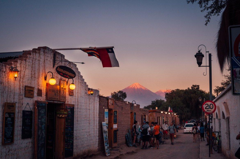 Deserto do Atacama - a cidadezinha de San Pedro ganha cores incríveis ao entardecer