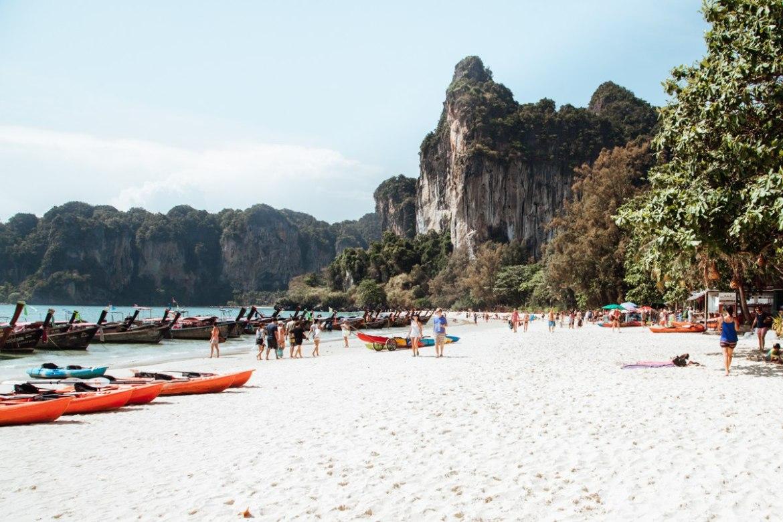 O que fazer em Railay Beach: curtir uma praia!