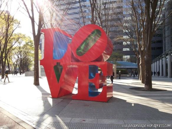 escultura_LOVE_Tokyo
