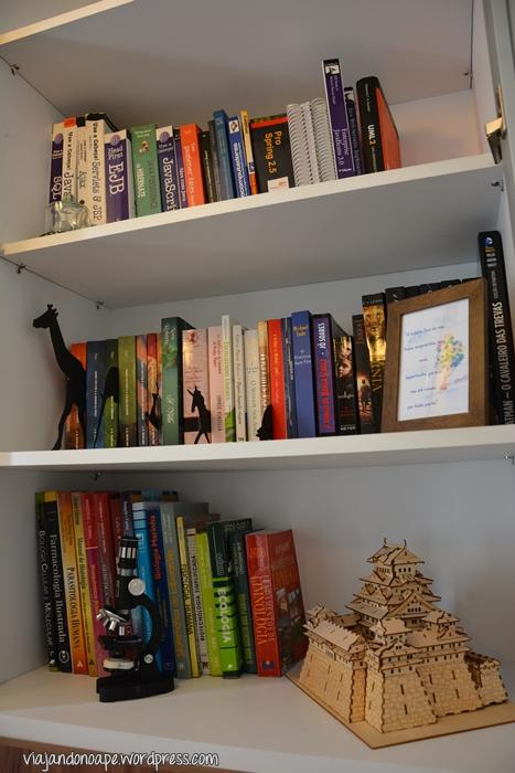 estante de livros_portas de vidro_decoração