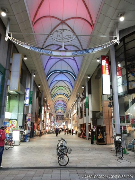 galeria_Hiroshima_teto_muda_de_cor