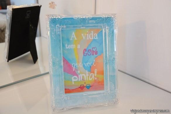 porta_retrato_transparente_penteadeira_a_vida_tem_a_cor_que_voce_pinta