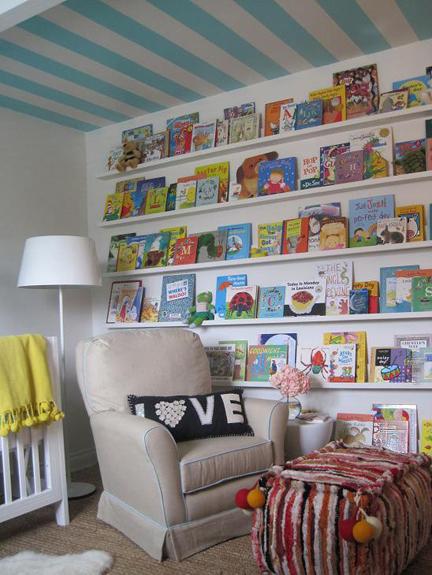 prateleiras livros infantis quarto criança