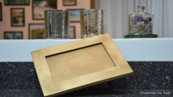 quadro porta retrato moldura pintada tinta spray dourada