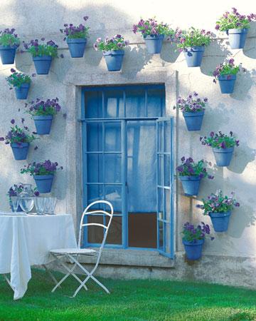 vasos azuis plantas parede decoracao