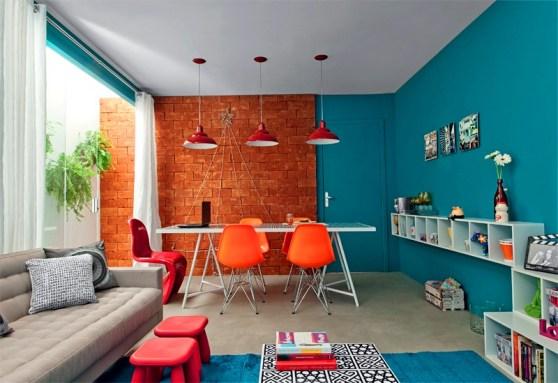 sala colorida tijolinhos parede azul decoracao