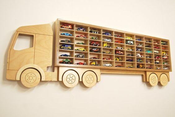 caminhao cegonha organizacao carrinhos parede organizar brinquedos pouco espaço
