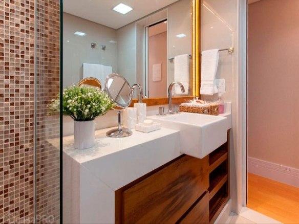 pastilhas decoracao banheiro bancada branca armarios tom madeira