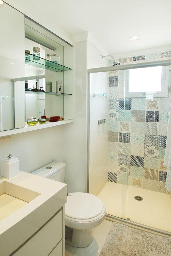 revestimento estampado banheiro pequenho decorado