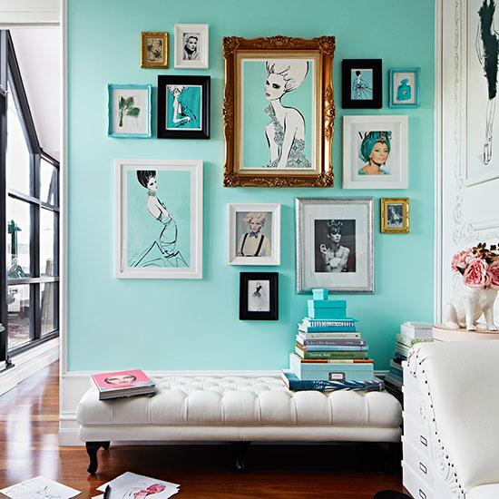ideia composicao quadros parede colorida parede verde agua azul claro 3